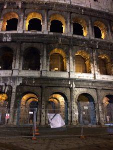 Il Colosseo di Roma, drappato