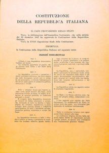 Prima pagina della Costituzione della Repubblica Italiana
